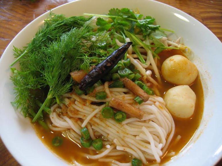 ขนมจีนน้ำยาป่า